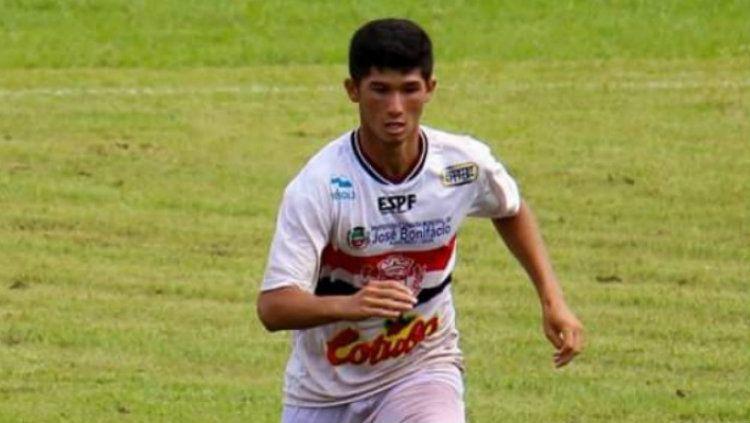 Talenta muda berdarah Indonesia Kevin Gomes de Oliveira yang bermain di Brasil. Copyright: © Esporte Mais