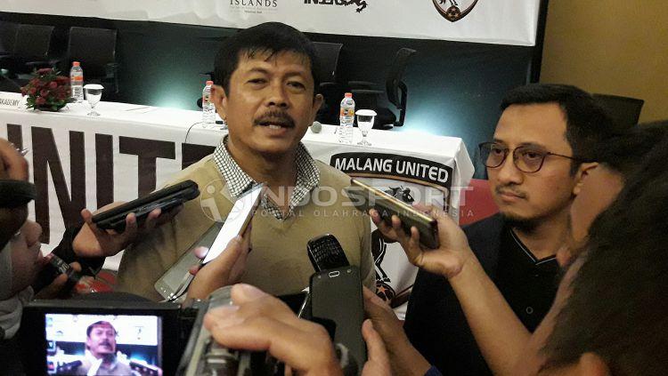 Indra Sjafri kembali ditugaskan untuk menangani Timnas U-19. Copyright: © INDOSPORT