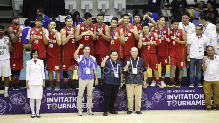Timnas Basket Indonesia meraih medali emas Test Event Asian Games 2018. Copyright: © Herry Ibrahim/INDOSPORT