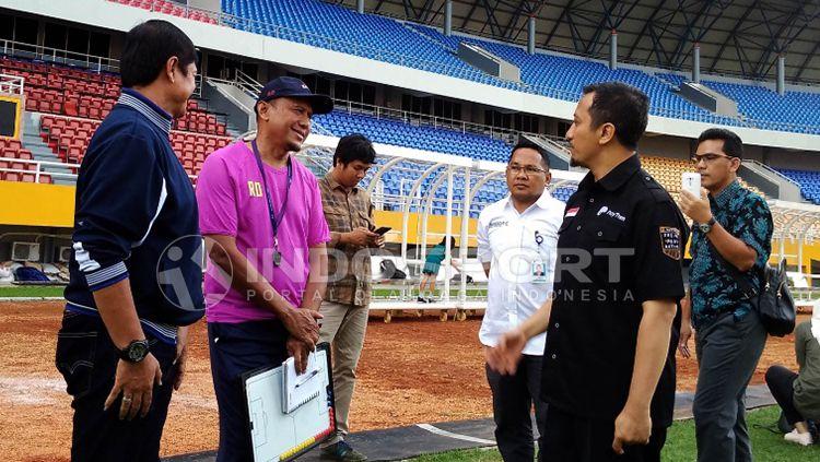Pelatih Rahmad Darmawan, Indra Sjafri dan Ustaz Yusuf Mansyur saat bertemu di Stadion Jakabaring. Copyright: © Muhammad Effendi/INDOSPORT