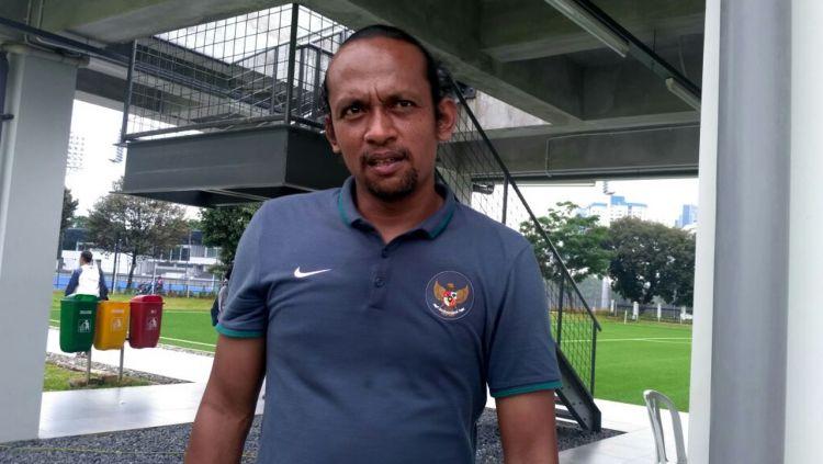 Pelatih kiper klub Liga 1 Persita, Mukti Ali Raja saat masih menjadi pelatih Timnas. Copyright: © Kemenpora