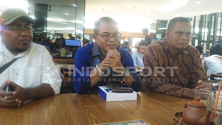 Ketua Umum Wuamesu Indonesia, Yosef Tote B. Badeoda dalam perbincangan dengan awak media. Copyright: © Petrus Manus Da' Yerimon /INDOSPORT