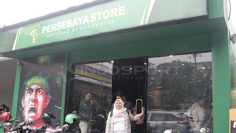 Istri Azrul Ananda, Ivo Ananda, menjadi bintang tamu di sesi HalfTimeSession PSIM Yogyakarta dan membagikan resep sukses Persebaya Store. Copyright: © Fitra Herdian/INDOSPORT