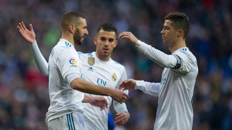 Ronaldo dan Benzema saat merayakan gol bersama. Copyright: © Getty Images
