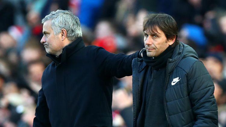 Mourinho sesaat setelah bersalaman dengan Antonio Conte usai laga Man United vs Chelsea Copyright: © Getty Image