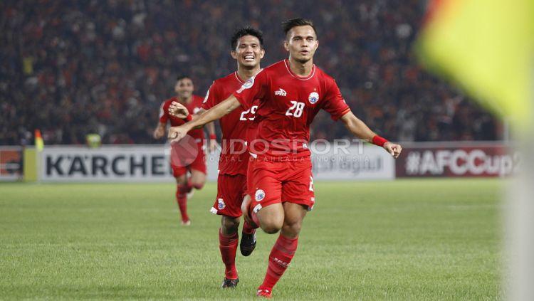 Rezaldi Hehanusa berlari untuk merayakan golnya pada menit ke-41. Copyright: © Herry Ibrahim/INDOSPORT