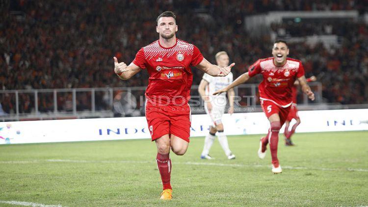Aksi selebrasi Marko Simic usai cetak gol ke gawang Tampines Rovers. Herry Ibrahim Copyright: © Herry Ibrahim/INDOSPORT