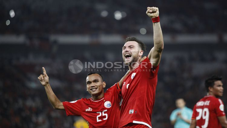Marko Simic merayakan gol bersama Riko Simanjuntak. Herry Ibrahim Copyright: © Herry Ibrahim/INDOSPORT