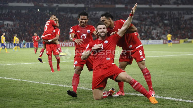 Aksi selebrasi Marko Simic usai cetak gol ke gawang Tampines Rovers. Copyright: © Herry Ibrahim/INDOSPORT