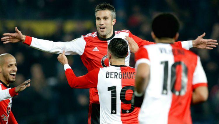 Robin van Persie merayakan golnya bersama rekan-rekannya di Feyenoord Copyright: © Getty Images
