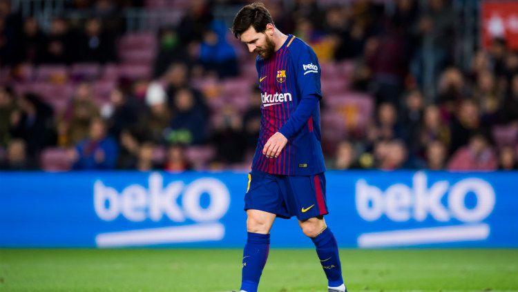 Lionel Messi tertunduk usai gagal mencetak gol. Copyright: © INDOSPORT