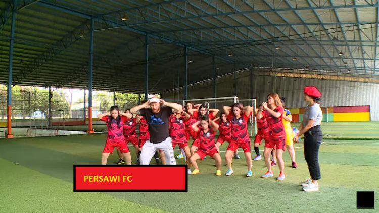 Persatuan Sepakbola Artis Wanita Indonesia (Persawi) Copyright: © Rumpi Trans TV