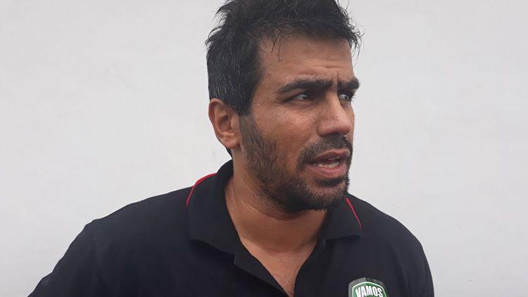 Pelatih Vamos, Reza Falahzadeh. Copyright: © Istimewa