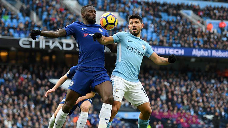 Manchester City dan Chelsea sama-sama terlibat kasus pelanggaran transfer pemain di bawah umur, namun hukuman mereka berbeda. Copyright: © Getty Images
