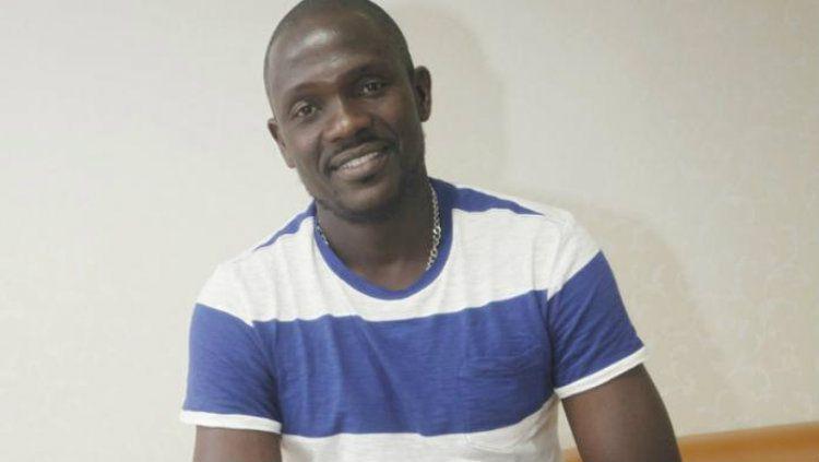 Mantan pemain Barito Putera, Muhamadou Sadissou Bako yang saat ini tinggal di Kamerun, mengaku tengah menjalani lockdown menyusul wabah virus corona. Copyright: © Banjamnasin Post