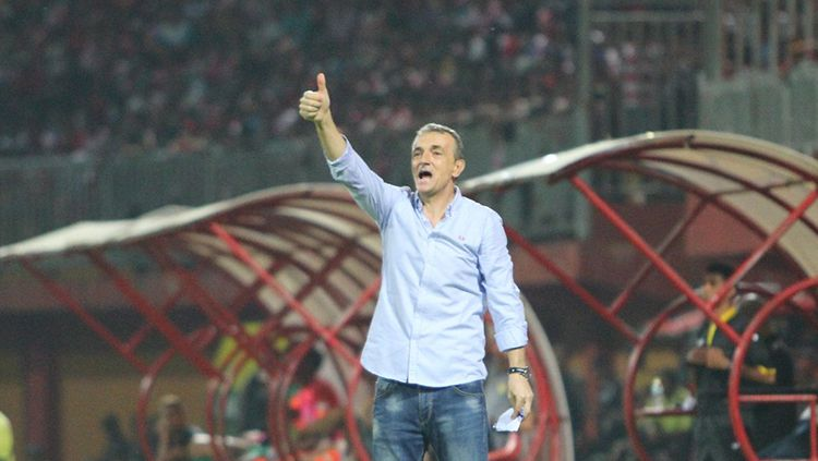 Pelatih Madura United, Milomir Seslija. Copyright: © @MaduraUnitedFC