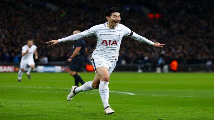 Raut muka kekecewaan Son Heung-Min  atas kekalahan Tottenham Hotspur atas Juventus. Copyright: © The Sun