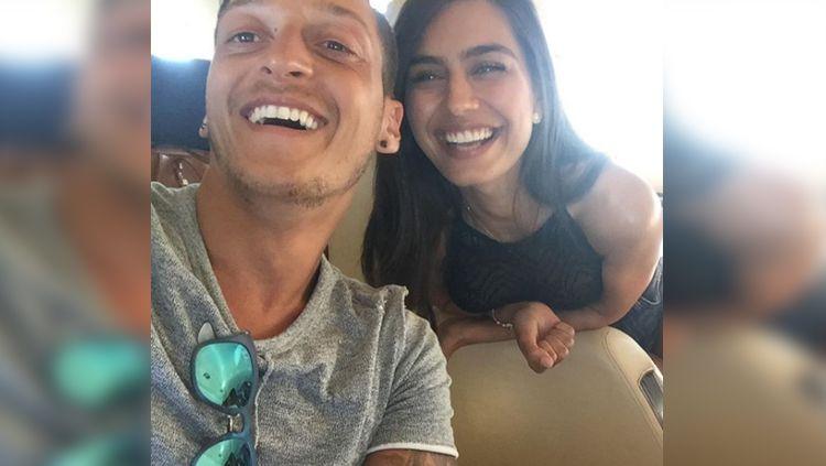 Amine Gulse dan Mesut Ozil. Copyright: © Instagram@AmineGulse