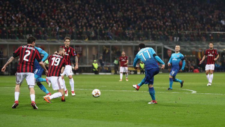 Mkhitaryan cetak gol pertama untuk Arsenal. Copyright: © GettyImages