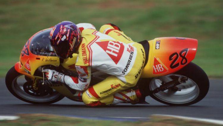 Ralf Waldmann beraksi pada 1994. Copyright: © Getty Images