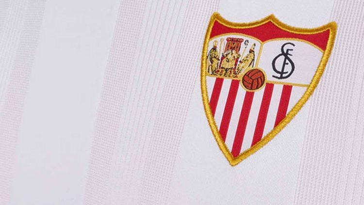 LaLiga Spanyol sebentar lagi bakal kembali bergulir, empat pemain Sevilla malah bikin ulah dengan melanggar aturan dari pemerintah. Copyright: © INDOSPORT