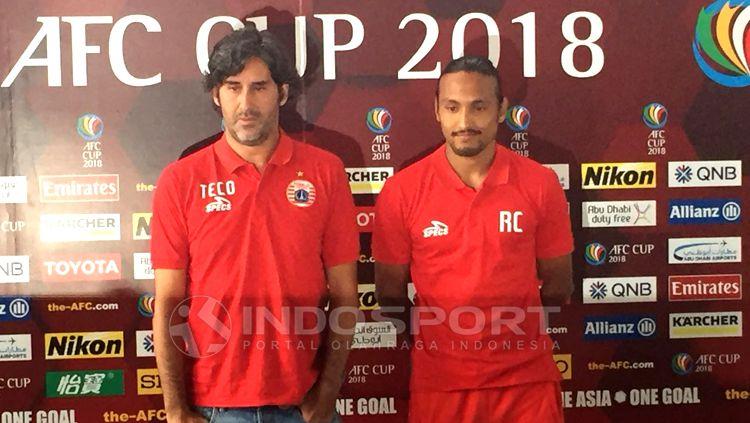 Stefano Cugurra Teco dan Rohit Chand dalam jumpa pers Piala AFC. Copyright: © Herry Ibrahim/INDOSPORT