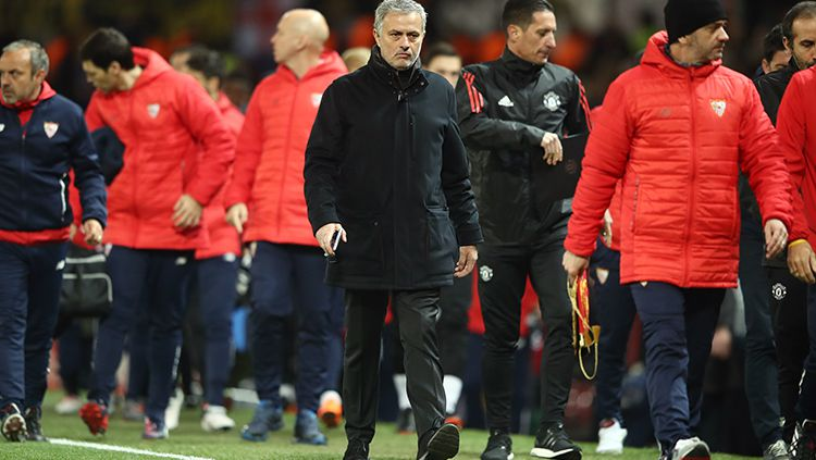 Jose Mourinho sedang berbincang dengan Romelu Lukaku Copyright: © Getty Images