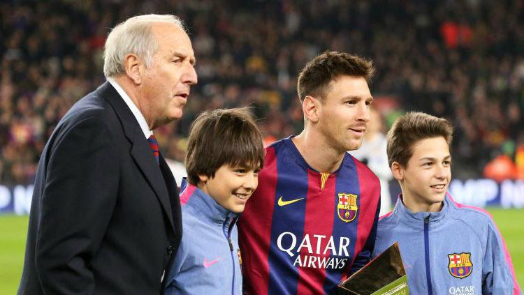 Posisi Lionel Messi sebagai megabintang sepak bola saat ini, tak lepas dari peran penting mantan pemain Barcelona Carles Rexach. Copyright: © Getty Image