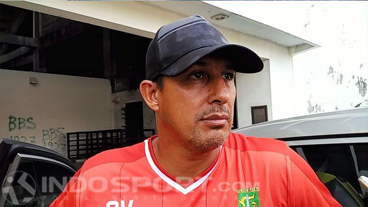 Alfredo Vera, pelatih Persebaya Surabaya Copyright: © INDOSPORT/Fitra Herdian