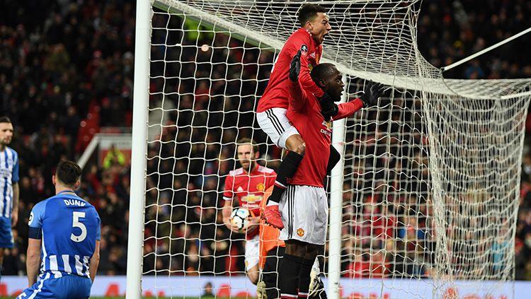 Selebrasi Lukaku bersama Lingard usai mencetak gol pertama. Copyright: © Getty Images