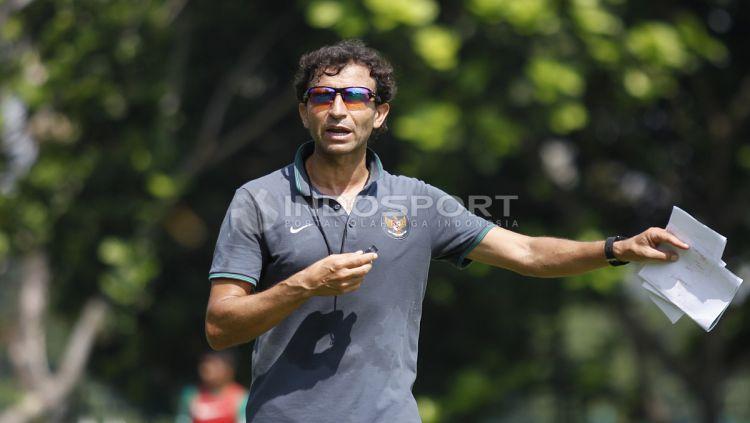Pelatih Timnas U-23, Luis Milla. Copyright: © Herry Ibrahim/INDOSPORT
