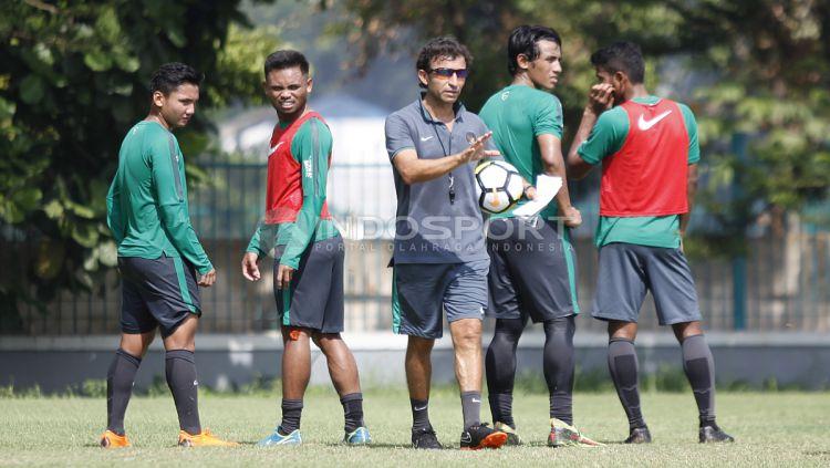 Pelatih asal Spanyol, Luis Milla, rupanya belum bisa move on dari Timnas Indonesia pasca kontraknya diputus oleh PSSI pada 2018 lalu. Copyright: © Herry Ibrahim/INDOSPORT