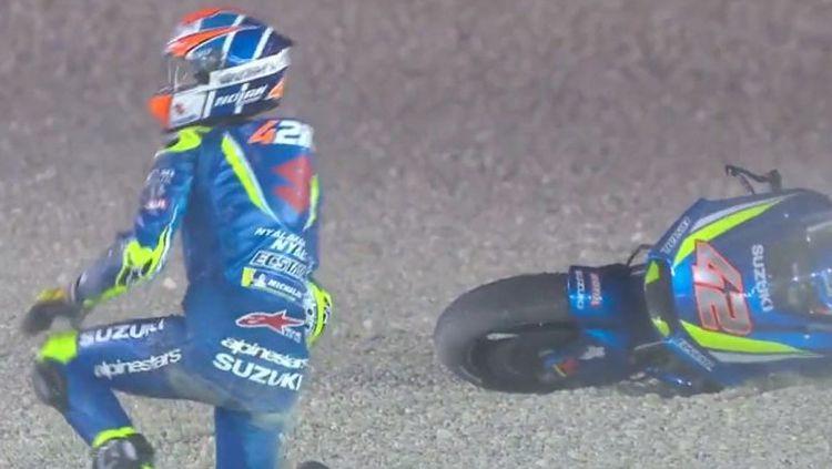 Alex Rins terjatuh. Copyright: © MotoGP