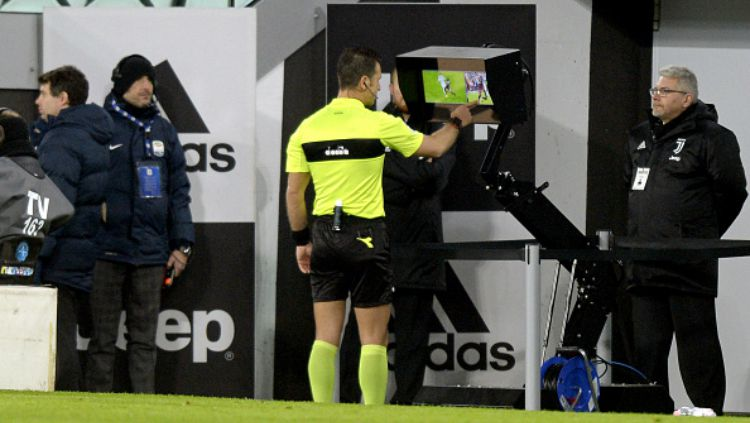 Wasit dan VAR Copyright: © Getty Images