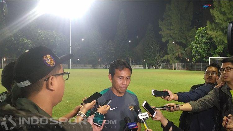 Bima Sakti, asisten pelatih Timnas Indonesia. Copyright: © INDOSPORT/Petrus Manus Da' Yerimon