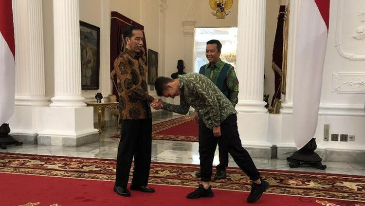 Pesepakbola Egy Maulana Vikri, mendatangi Istana Kepresidenan Jakarta menemui Presiden Joko Widodo (Jokowi). Copyright: © Ray Jordan/detikcom