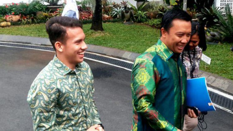 Egy Maulana Vikri dan Imam Nahrawi menuju istana kepresidenan ketemu Jokowi. Copyright: © ANTARA News/Bayu Prasetyo
