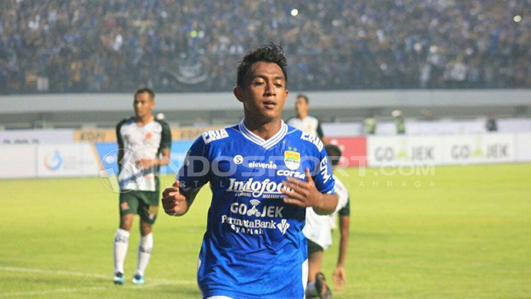 Pemain Persib Bandung Febri Hariyadi. Copyright: © INDOSPORT/Arief Rahman