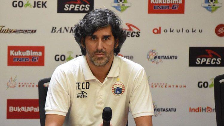 Pelatih Persija, Stefano Cugurra Teco, di konferensi pers jelang lawan Arema FC. Copyright: © Media Persija