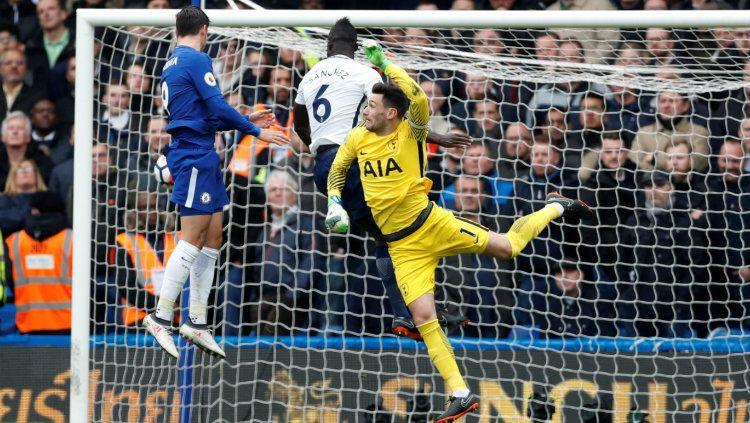 Morata cetak gol pertama bagi Chelsea ke gawang Spurs.. Copyright: © Premier League