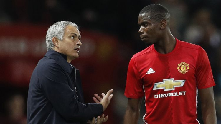Jose Mourinho dan Paul Pogba. Copyright: © INDOSPORT