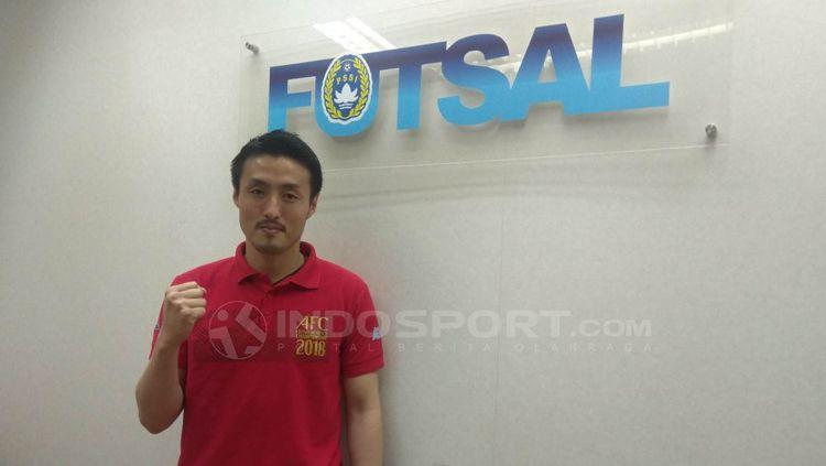 Kensuke Takahashi resmi jadi pelatih Timnas Futsal Indonesia. Copyright: © Zainal Hasan/INDOSPORT