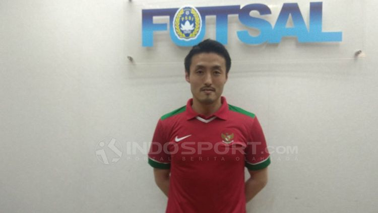 Kensuke Takahashi, pelatih Timnas Futsal Indonesia. Copyright: © Zainal Hasan/INDOSPORT