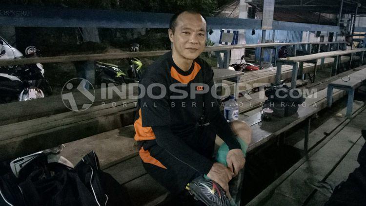 Ibro Djie, pemain tim amatir Indonesia, Enjoy Aja FC sekaligus pencetus turnamen U40. Copyright: © Yohanes Ishak/INDOSPORT