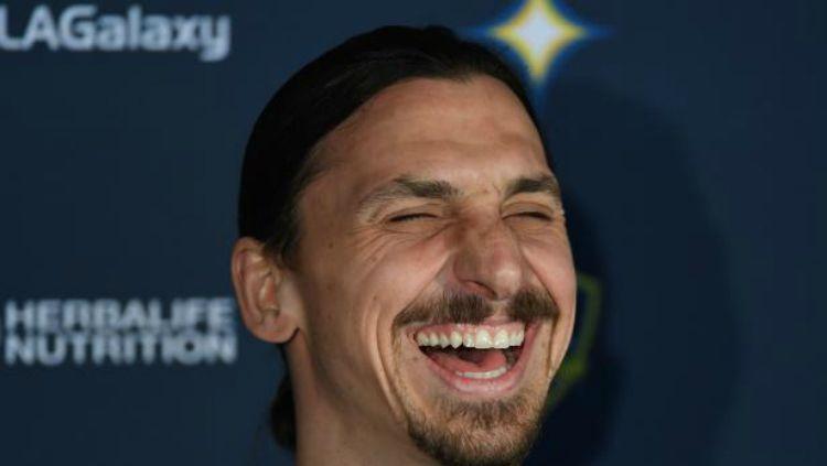 Mantan bintang sepak bola LA Galaxy, Zlatan Ibrahimovic, kabarnya menolak tawaran yang diajukan oleh klub Serie A Liga Italia, AC Milan. Copyright: © express.co.uk