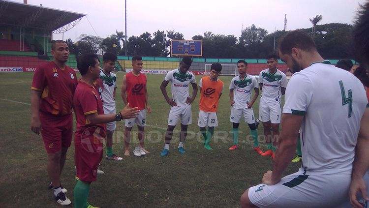 Dua pemain asing PSMS Reinaldo Lobo (Brasil) dan Sadney Urikhob (Namibia). Copyright: © Kesuma Ramadhan/INDOSPORT