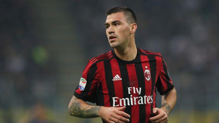 Bek tengah AC Milan, Alessio Romagnoli. Copyright: © 90min.com