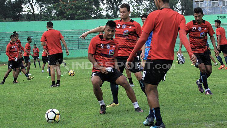 Arema FC vs Persib Bandung. Copyright: © Grafis:Yanto/Indosport.com