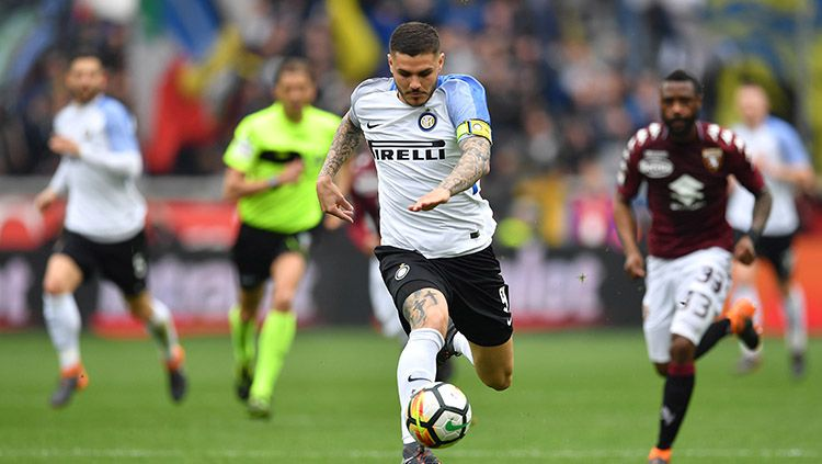 Mauro Icardi tengah membawa bola. Copyright: © Getty Image