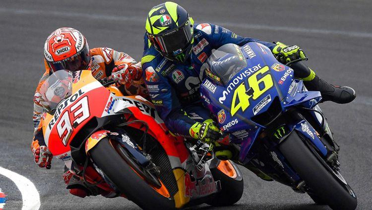 Duel antar Marc Marquez dan Valentino Rossi. Copyright: © INDOSPORT